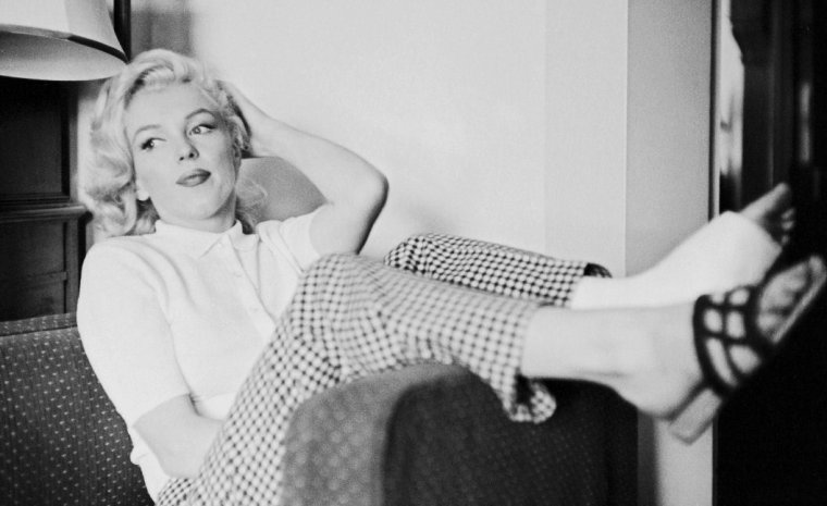 """1953 / by John VACHON... Marilyn et Joe au Canada pour les extérieurs de """"River of no return"""", où Marilyn se fera une entorse en tournant une scène."""