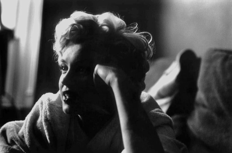 "1954 / by Elliott ERWITT... Lors du tournage de ""The seven year itch""."