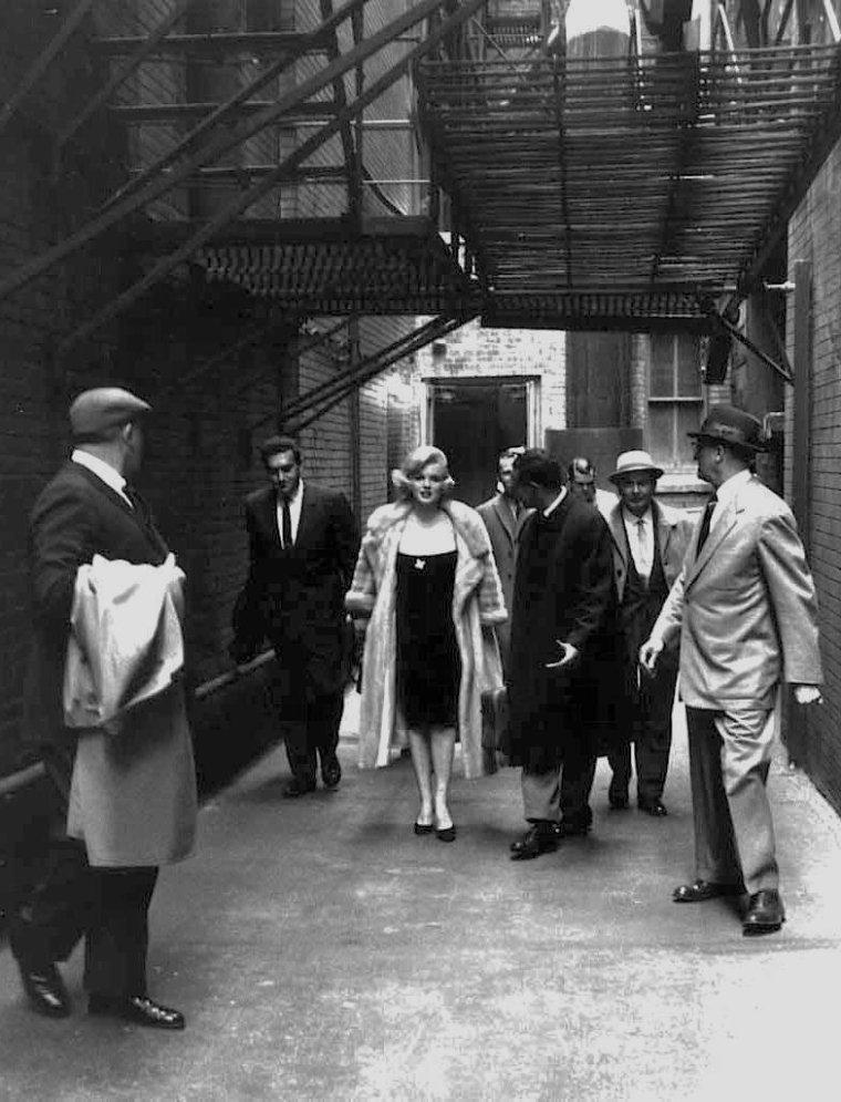 1959 / by Manfred LINUS KREINER... Marilyn et l'un de ses coiffeurs attitrés, Kenneth BATTELLE.