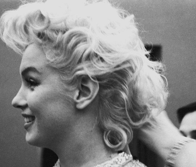 1955 / by Ed FEINGERSH (essayage costume en vue d'un gala de charité au Madison square garden).