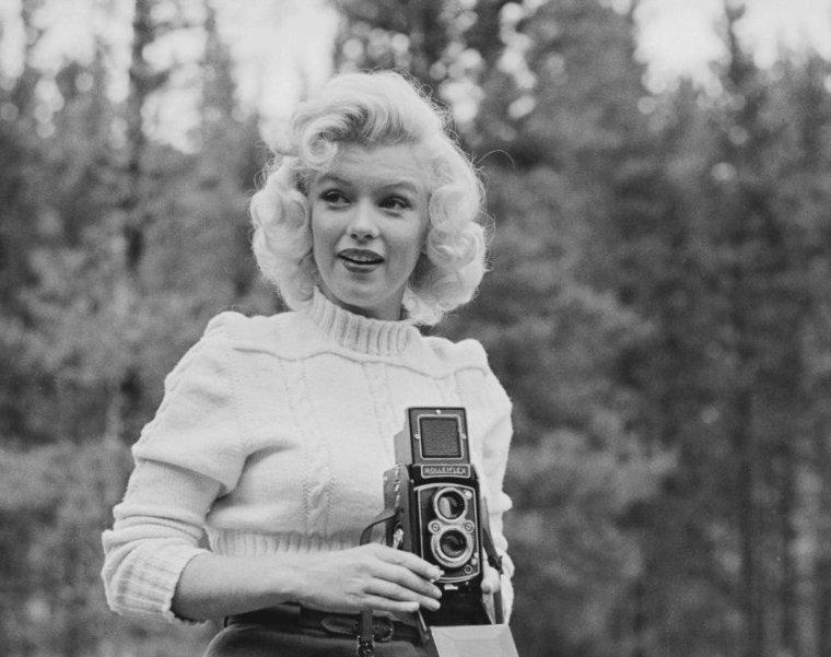 """1953 / by John VACHON... Marilyn au Canada pour les extérieurs de """"River of no return""""."""