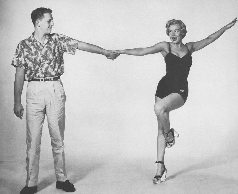 """1952 / Photos publicitaires pour le film """"Monkey business""""."""