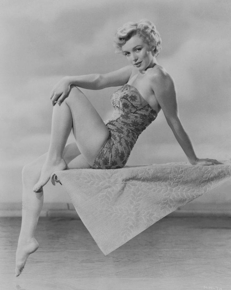 """1952 / by Phil BURCHMAN... Photos publicitaires pour le film """"Clash by night""""."""