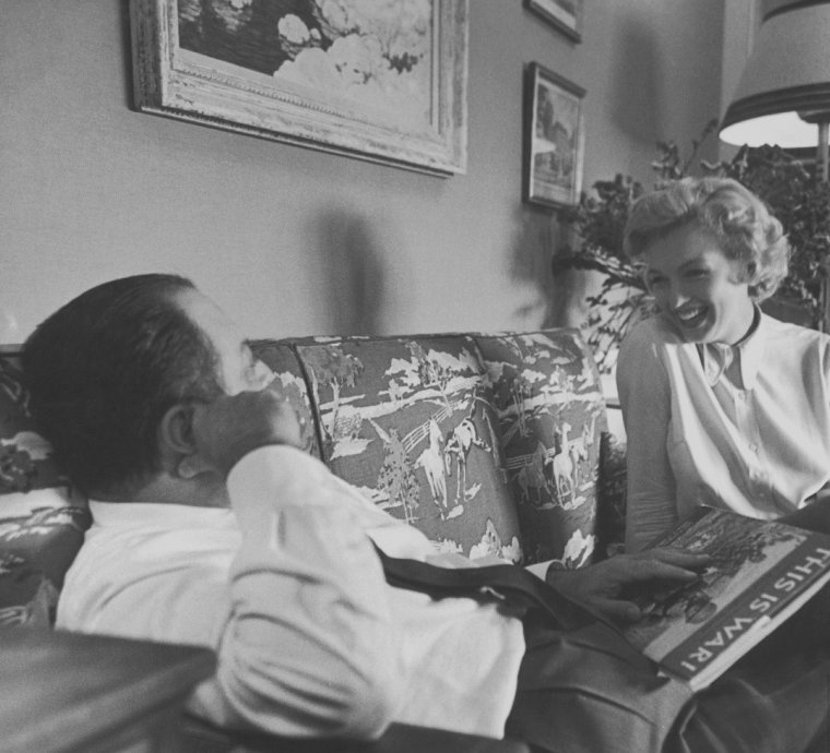 "1951 / by Bob LANDRY... Marilyn discutant de son futur rôle avec W. Jerry WALD dans le film ""Clash by night""."