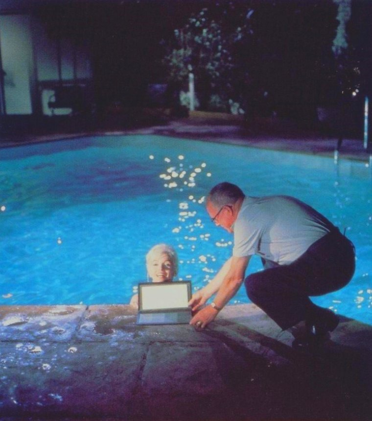 "1962 / by Lawrence SCHILLER... Scène de la piscine pour ""Something's got to give""."