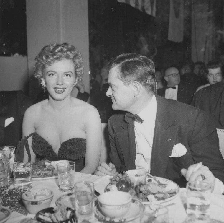"""1952 / by Loomis DEAN... Le 8 février 1952, se tient la cérémonie des """"Henrietta Awards"""" à Santa Monica, qui prit place au """"Del Mar Club"""". Marilyn reçoit le prix """"Henrietta"""" de la """"Meilleure jeune personnalité du box office 1951"""". Au cours de cette soirée, Marilyn a été vue au côté de Charlie CHAPLIN Jr. (le fils de), avec qui elle eut une brève aventure."""