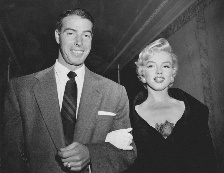 """1954 / Soirée au """"El Morocco"""" pour Joe DiMAGGIO et Marilyn ; Milton GREENE sera également de la partie."""
