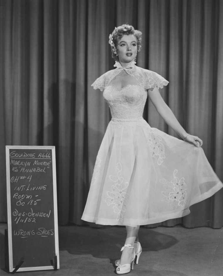 "1952 / Essais costumes pour ""We're not married""."