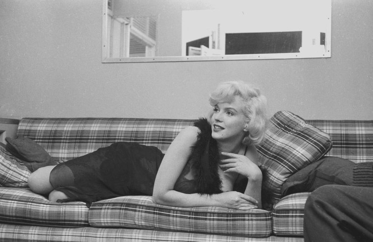 "1959 / Marilyn dans sa loge lors du tournage de ""Some like it hot""."