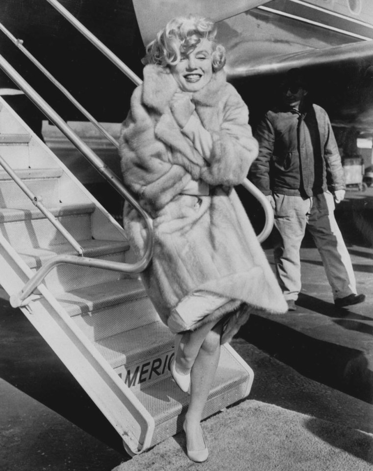 "1959 / by Manfred LINUS KREINER... L'arrivée de Marilyn à Chicago pour la tournée promotionnelle du film ""Some like it hot"" (part 2)."