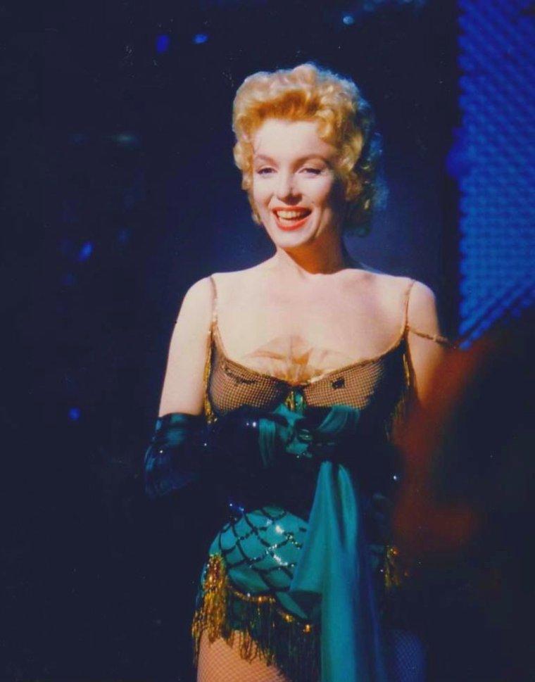 "1956 / Scène du film ""Bus stop"" où Marilyn chante ""That old black magic""..."