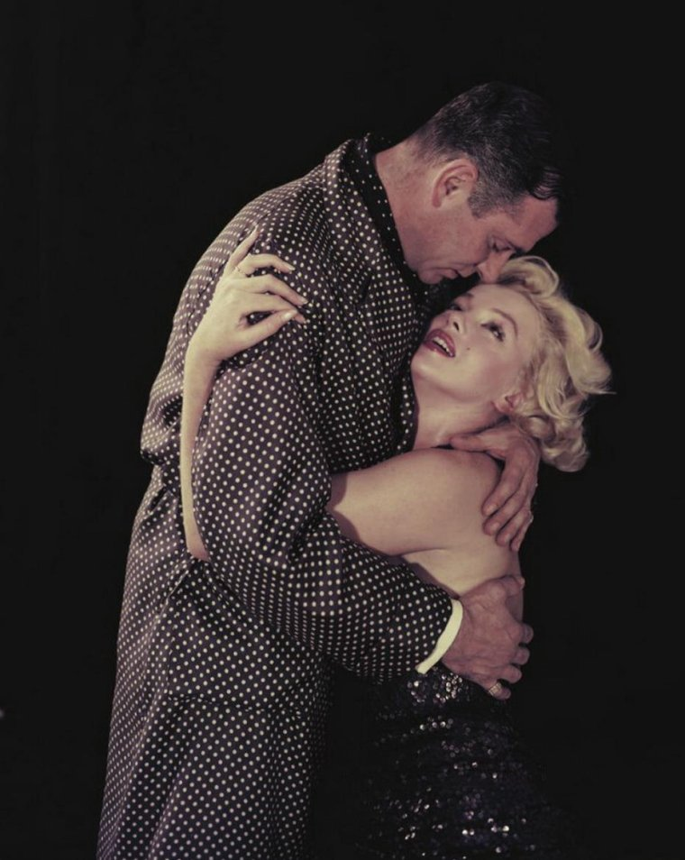 "1957 / by Milton GREENE... Photos publicitaires de Marilyn et Laurence OLIVIER pour ""The prince and the showgirl""."
