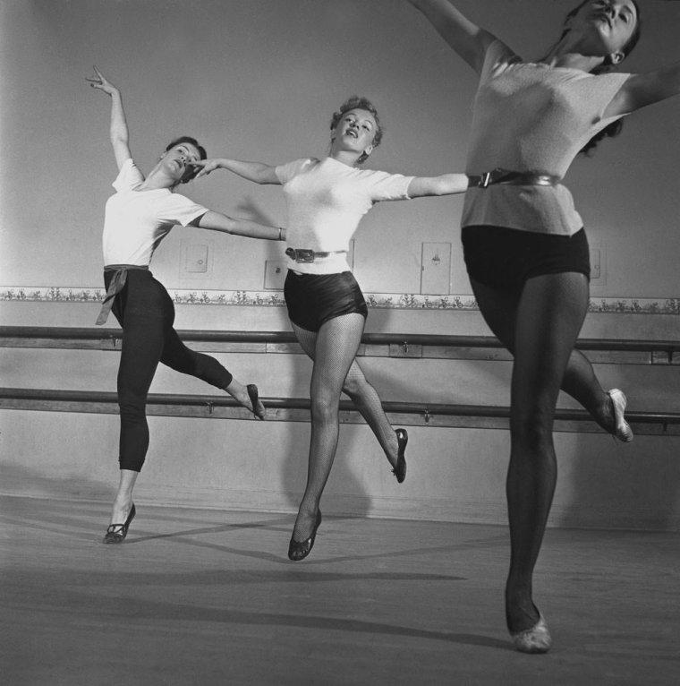 1949 / by J.R. EYERMAN... La jeune Marilyn prenant des cours de danse avec le professeur Nico CHARISSE, ex mari de l'actrice Cyd CHARISSE.