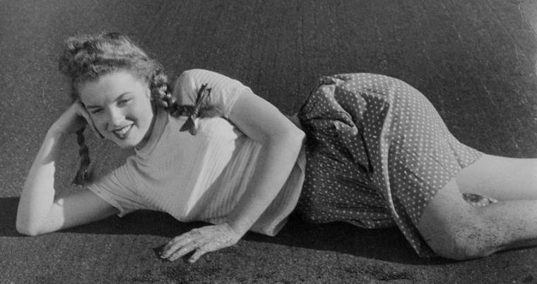 1945 / Toute première séance photos de Norma-Jeane as Marilyn avec le photographe Andre De DIENES...
