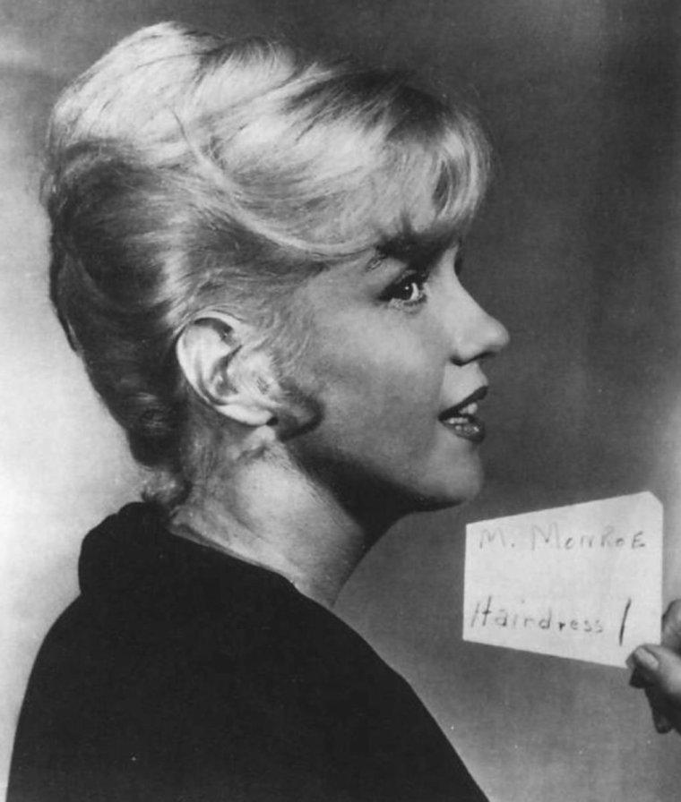 """1960 / Essais coiffures pour """"Let's make love""""."""