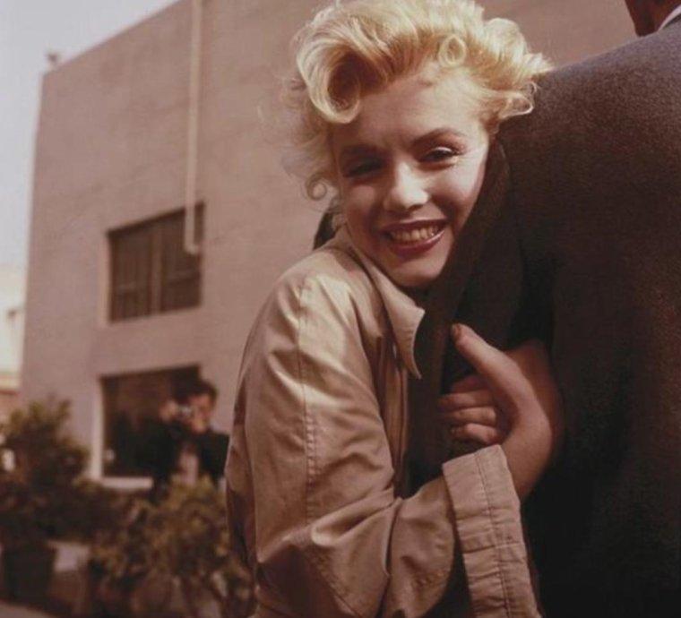 """1956 / by Milton GRRENE... lors du tournage de """"Bus stop""""."""
