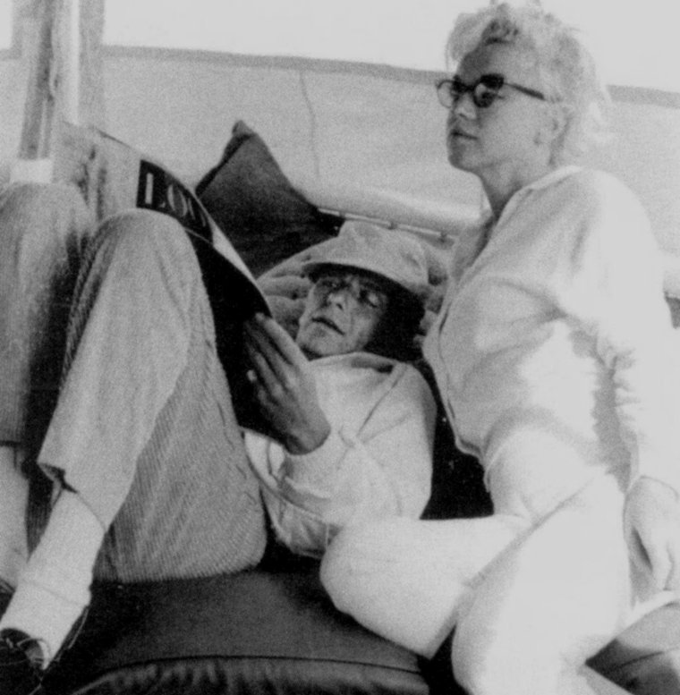 """1961-62 / Quand Marilyn s'entoure de Frank SINATRA, Peter LAWFORD ou Dean MARTIN, cotoyant ainsi le """"rat-pack"""", les milieux mafieux, le casino le """"Sands"""" ou le yacht """"Romanoff""""..."""