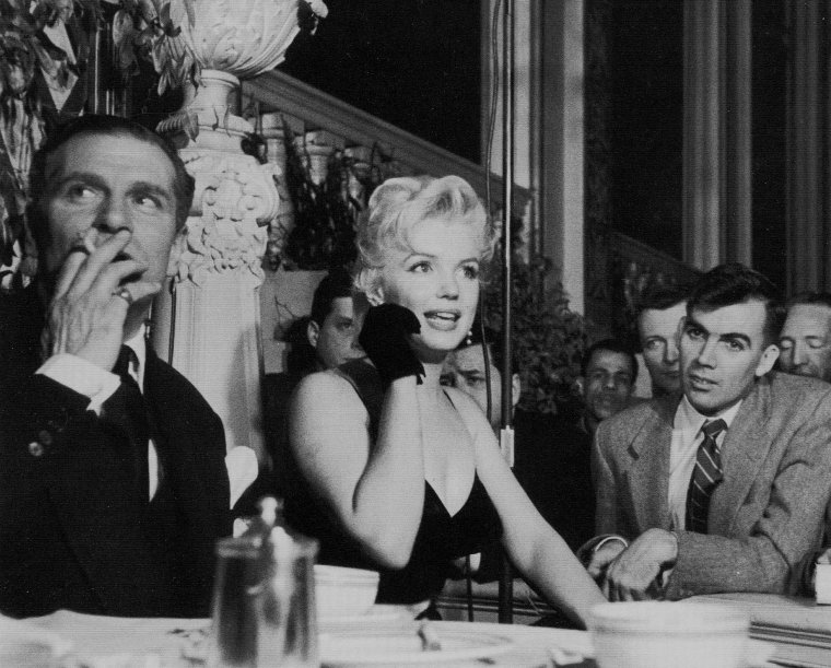 """9 Février 1956 / by Earl LEAF... Conférence de presse au """"Plaza Hotel"""" avec Laurence OLIVIER pour le film """"The prince and the showgirl"""" (part 2, voir TAG)."""