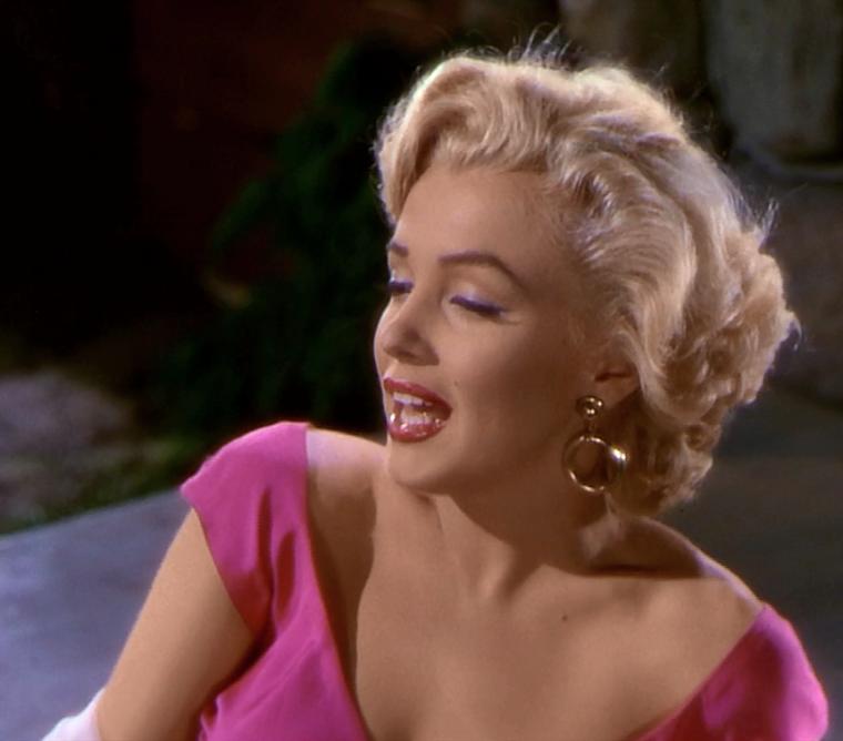 """1952 / Mes captures d'écran de Marilyn chantant la chanson """"Kiss"""" dans le film """"Niagara"""" (film sorti en 1953)."""