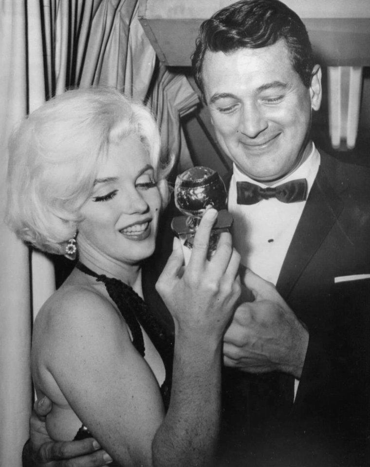 """1962 / Marilyn reçoit des mains de Rock HUDSON, le Golden-Globe Awards de """"l'actrice préférée dans le monde en 1961""""... (part 2, voir TAG)."""