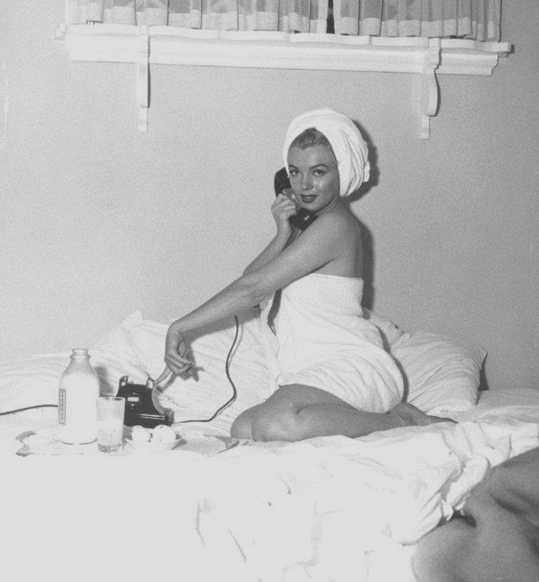 1953 / by Andre De DIENES... Bel-Air Hotel.