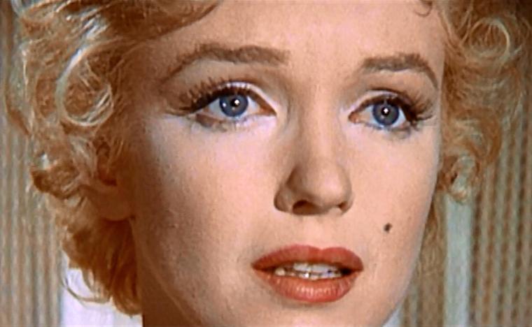 """1956 / GROS PLANS... Mes captures d'écran de Marilyn dans l'une des scènes du film """"Bus stop""""."""