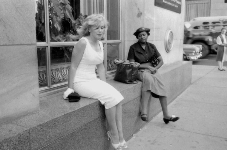 1957 / by Sam SHAW... Quand Marilyn déplace la foule !...