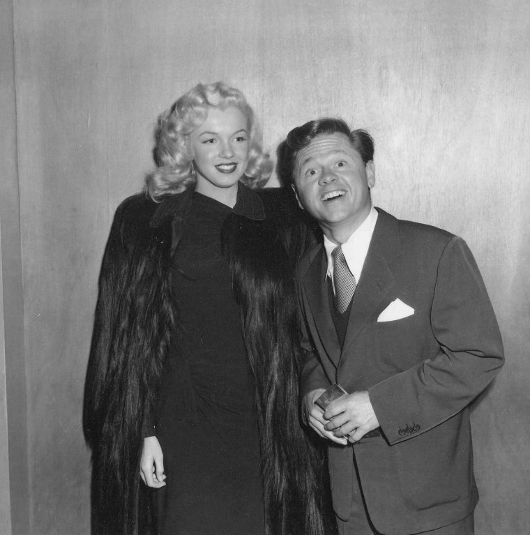 "1948 / by Frank WORTH... Marilyn et Mickey ROONEY sont invités à la Premiere du film ""The emperor Waltz"" de Billy WILDER."