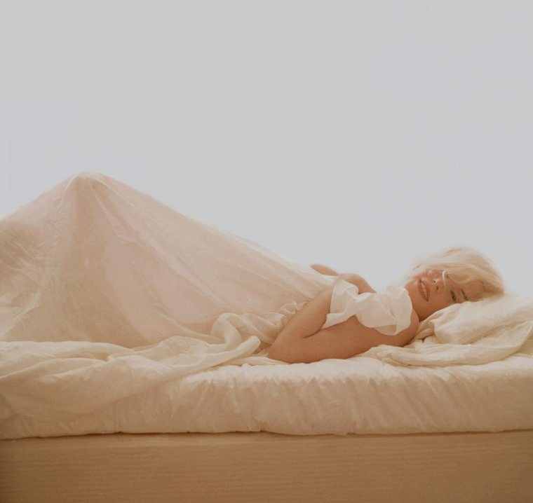 "1962 / by Bert STERN... ""In bed with Marilyn""..."