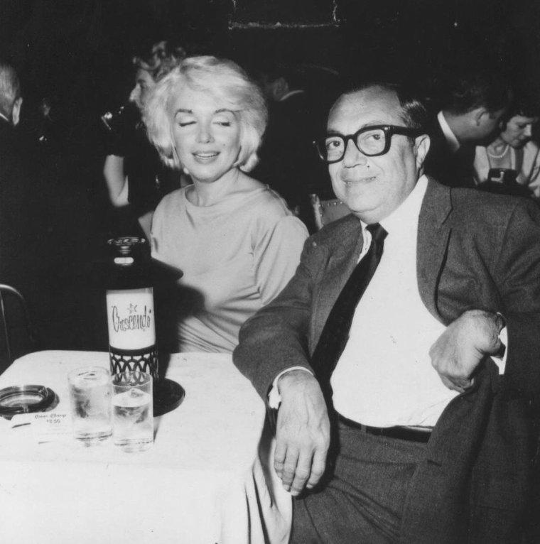 "1961 / Marilyn au ""Crescendo club"" en compagnie d'Ella FITZGERALD et Spyros SKOURAS..."