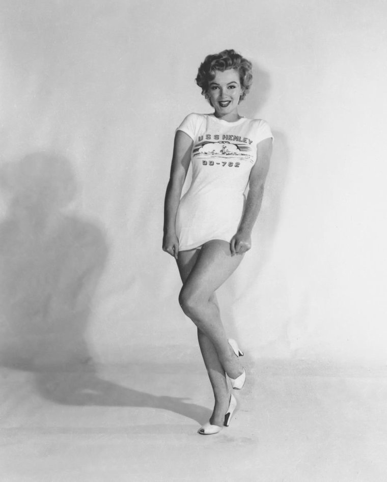 "1952 / by Earl THEISEN... Marilyn est élue ""Miss Topedo""..."