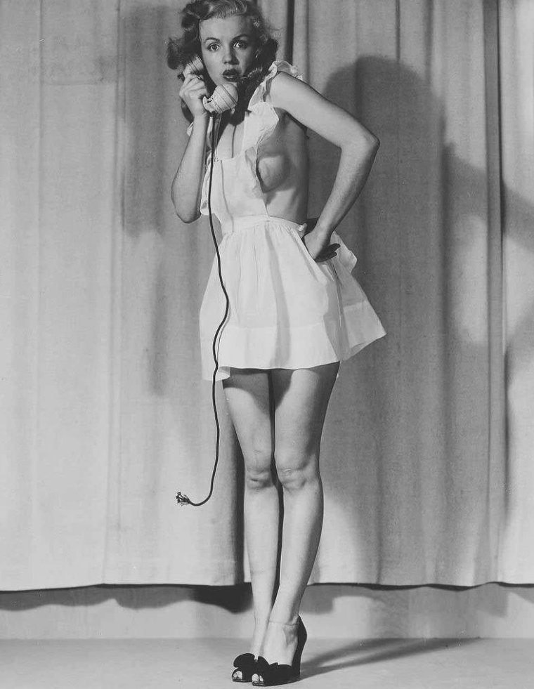 "1946-49 / by Earl MORAN... Marilyn arborant quelques tenues ""so sexy"" !..."