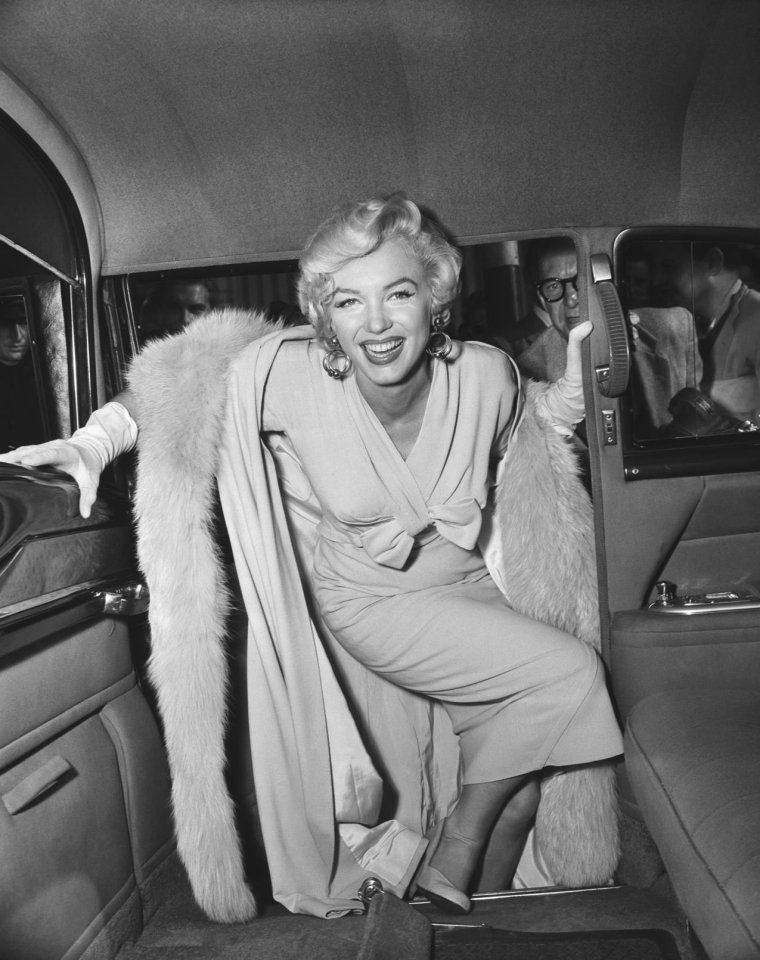 "1954 / by Sam SHAW... Marilyn arrive à New-York pour le début du tournage du film ""The seven year itch"" (part 3, voir TAG)."