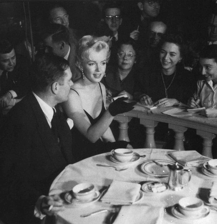 """9 Février 1956 / by Earl LEAF... Conférence de presse au """"Plaza Hotel"""" avec Laurence OLIVIER pour le film """"The prince and the showgirl"""" (part 3, voir TAG)."""