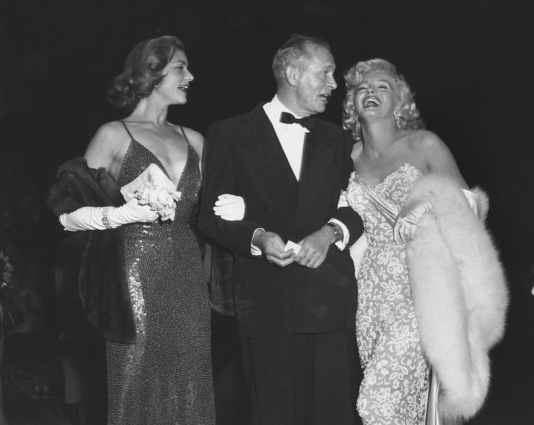 """1953 / Quand Marilyn est conviée à la Première du film """"How to marry a millionaire"""" (part 2, voir TAG)."""
