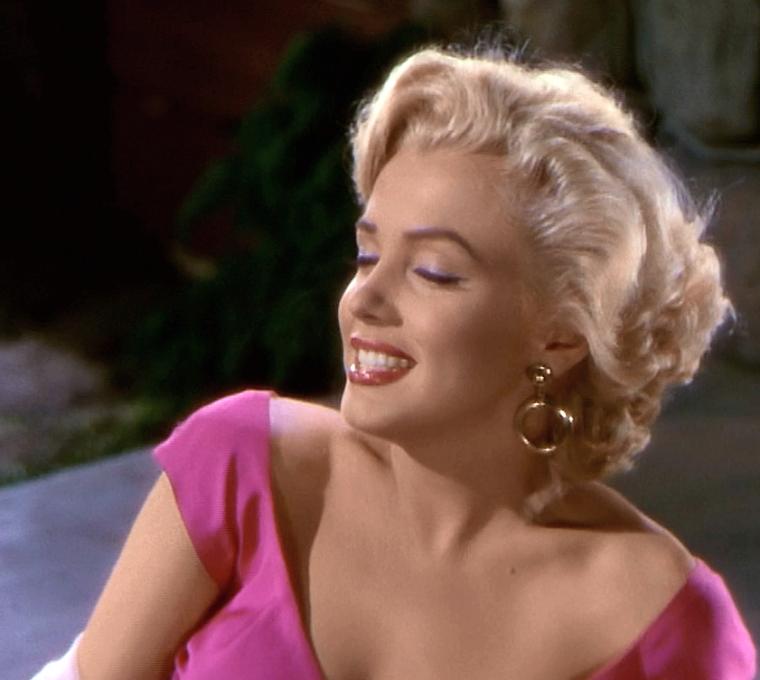 "1953 / Mes captures d'écran de Marilyn chantant ""Kiss"" dans le film ""Niagara"". (part 2, voir TAG)."
