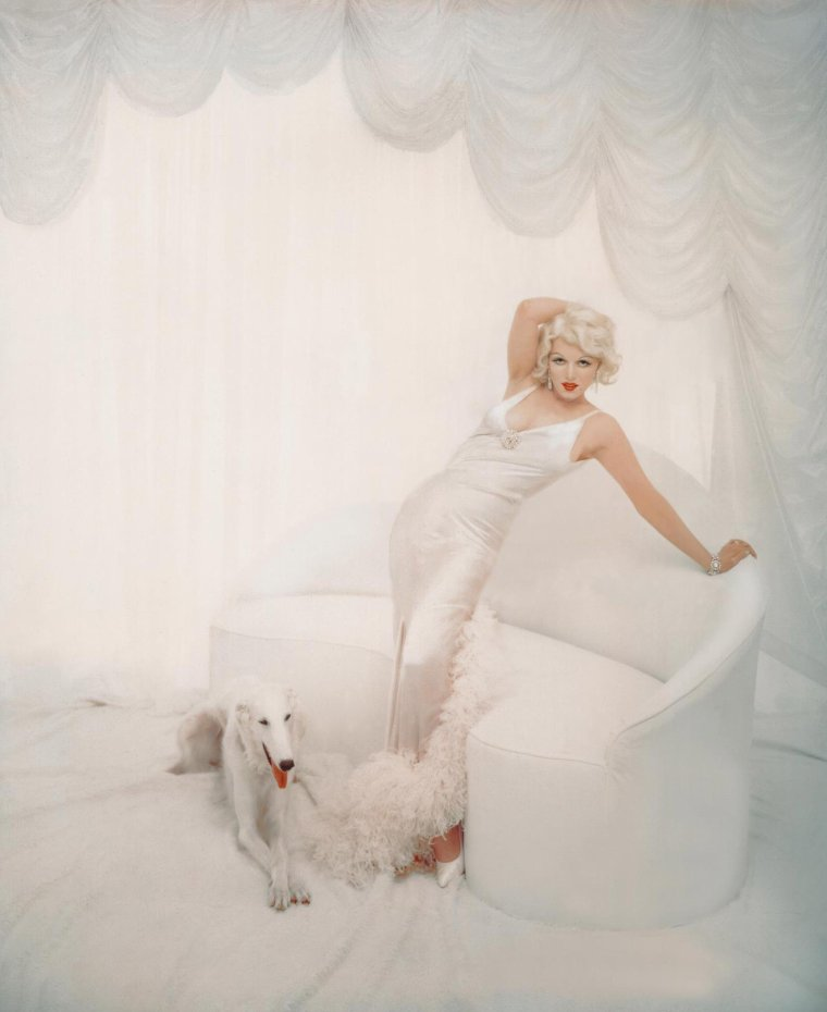 "1957 / by Richard AVEDON... Ou quand Marilyn ""joue"" les Jean HARLOW... (coulisses de la session photos)."