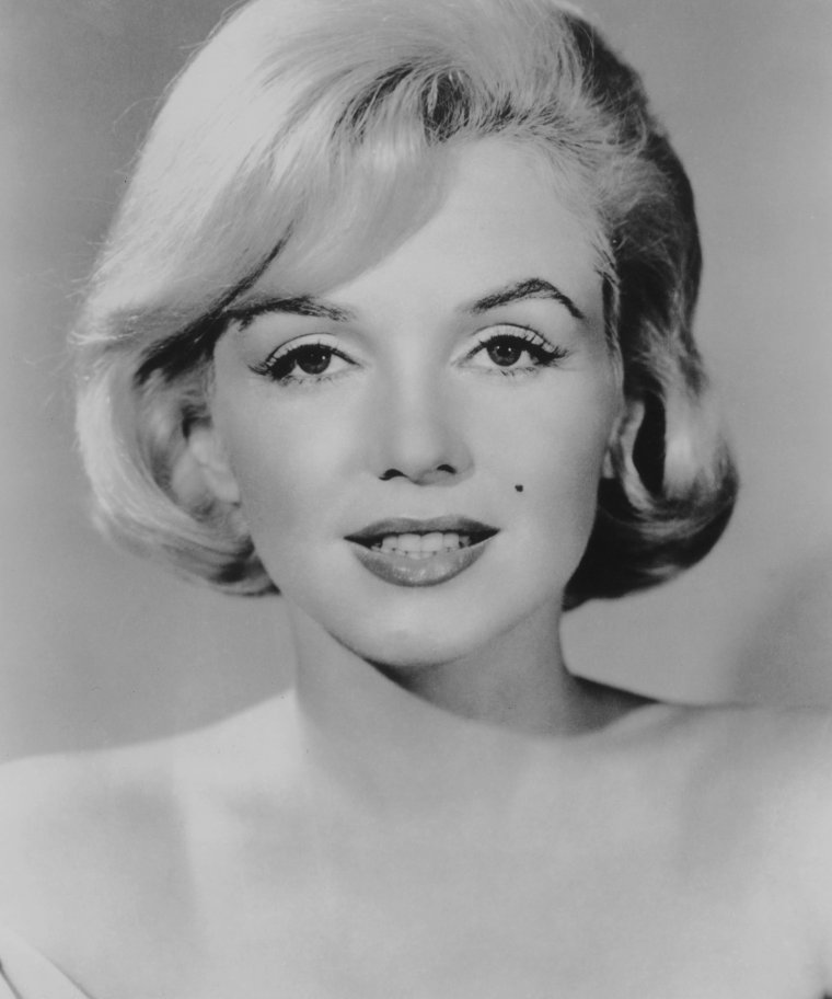 """1960 / Portrait publicitaire pour le film """"Let's make love""""."""