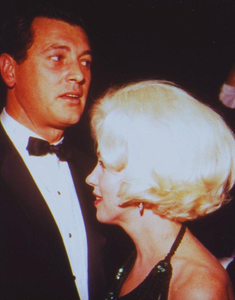 """1962 / Marilyn lors de la soirée des Golden Globe Awards où elle recevra le fameux trophée pour """"L'actrice la plus populaire dans le monde en 1961"""" ; elle est accompagnée alors de son amant du moment, José BOLANOS... (part 3, voir TAG)."""