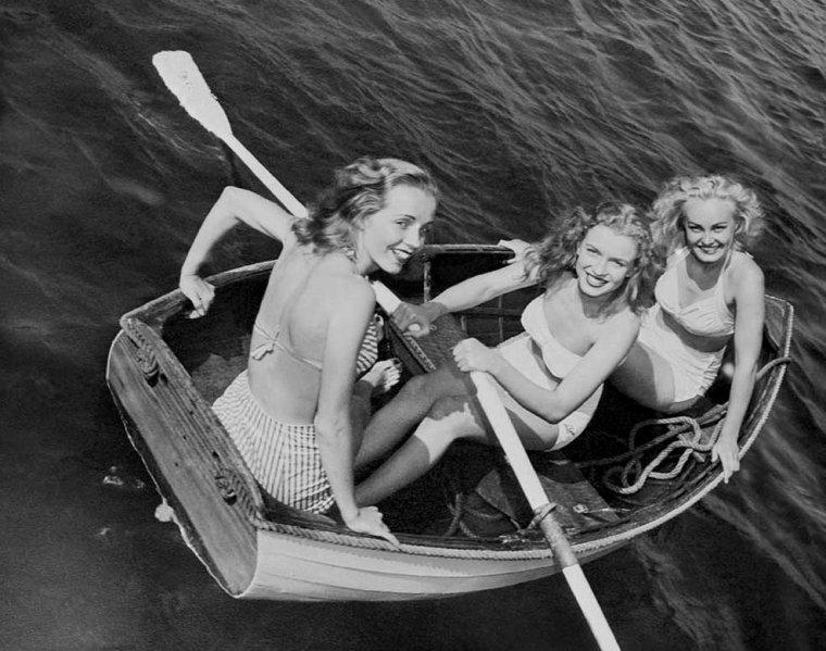 1947 / Marilyn et d'autres starlettes font la réclame pour la fameuse crème NIVEA.