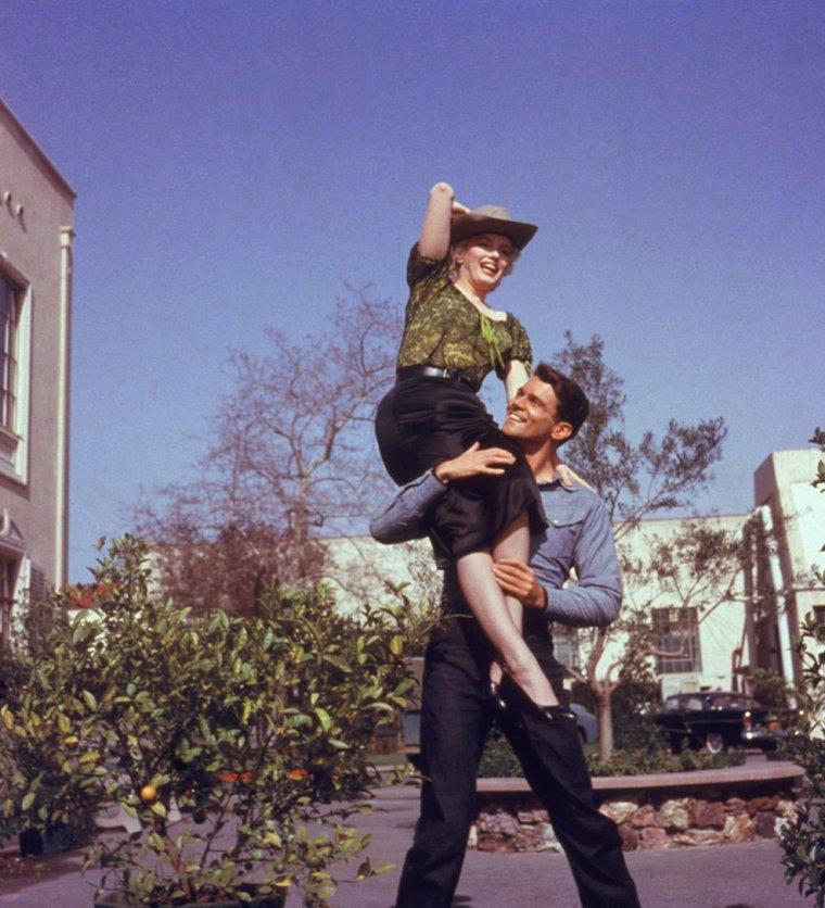 """1956 / Marilyn et Don MURRAY lors du tournage du film """"Bus stop""""."""