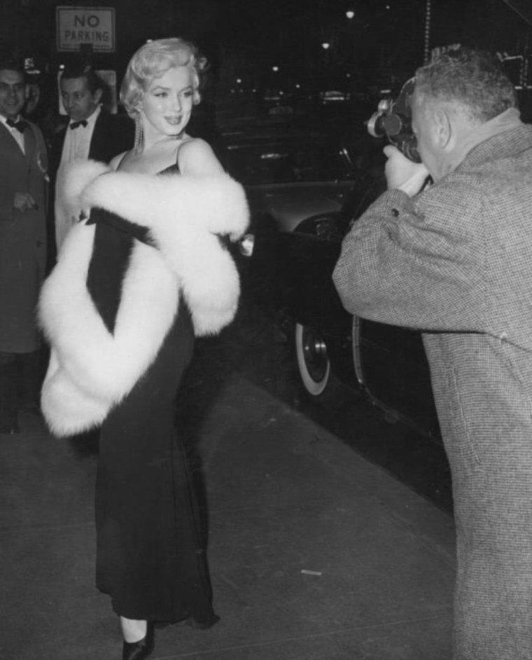 """1955 / 12 Décembre, Marilyn se rend à la Première du film """"The rose tattoo""""... (part 2, voir TAG)."""