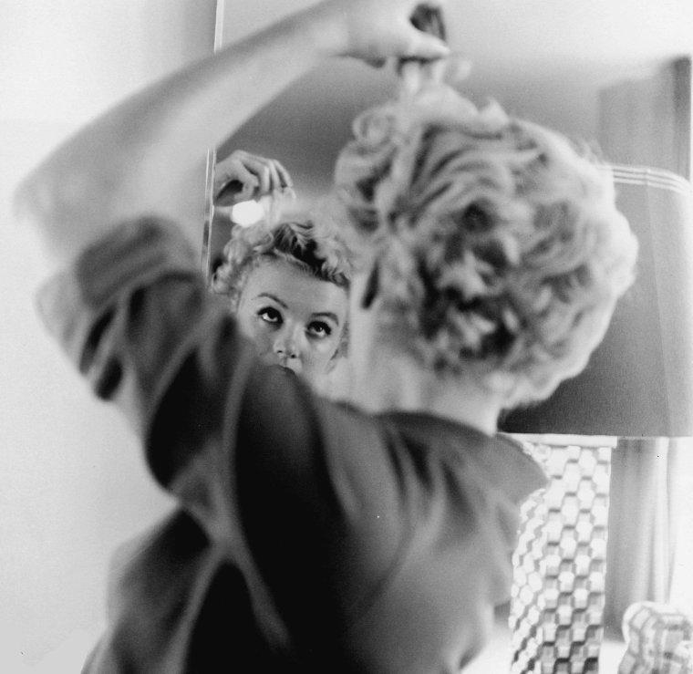 """1951 / by Ernest BACHRACH... Photos publicitaires pour le film """"Clash by night""""."""