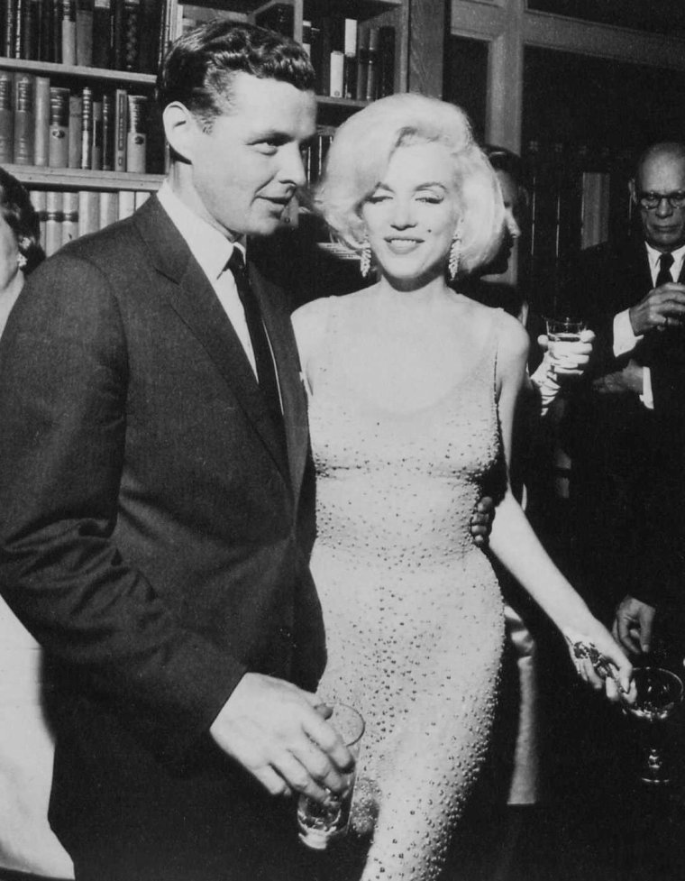 "1962 / 19 Mai, quand Marilyn arrive au Madison Square Garden afin d'y chanter le célèbre ""Happy birthday"" à John F KENNEDY, Président des Etats-Unis... (part 4, voir TAG)."