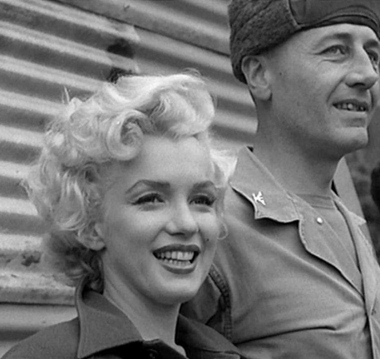 1954 / Marilyn lors de sa tournée en Corée afin de soutenir le moral des G.I.'s... (part 5, voir TAG).