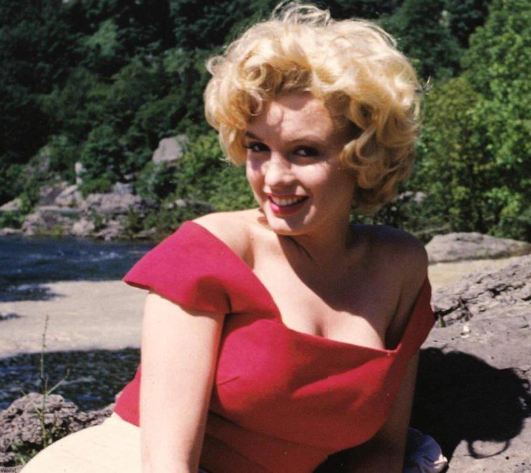 """1952 / by Allan """"Whitey"""" SNYDER... Marilyn au Canada, alors qu'elle tourne le film """"Niagara""""."""