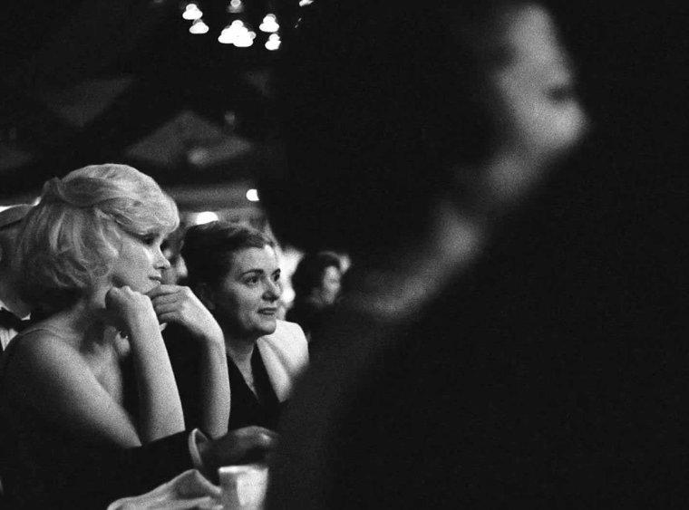 """1961 / 13 Mars, Marilyn participe à un gala de charité dont les bénéfices seront versés à """"l'Actors Studio""""... Elle est accompagnée par Lee et Paula STRASBERG... (part 3, vvoir TAG)."""