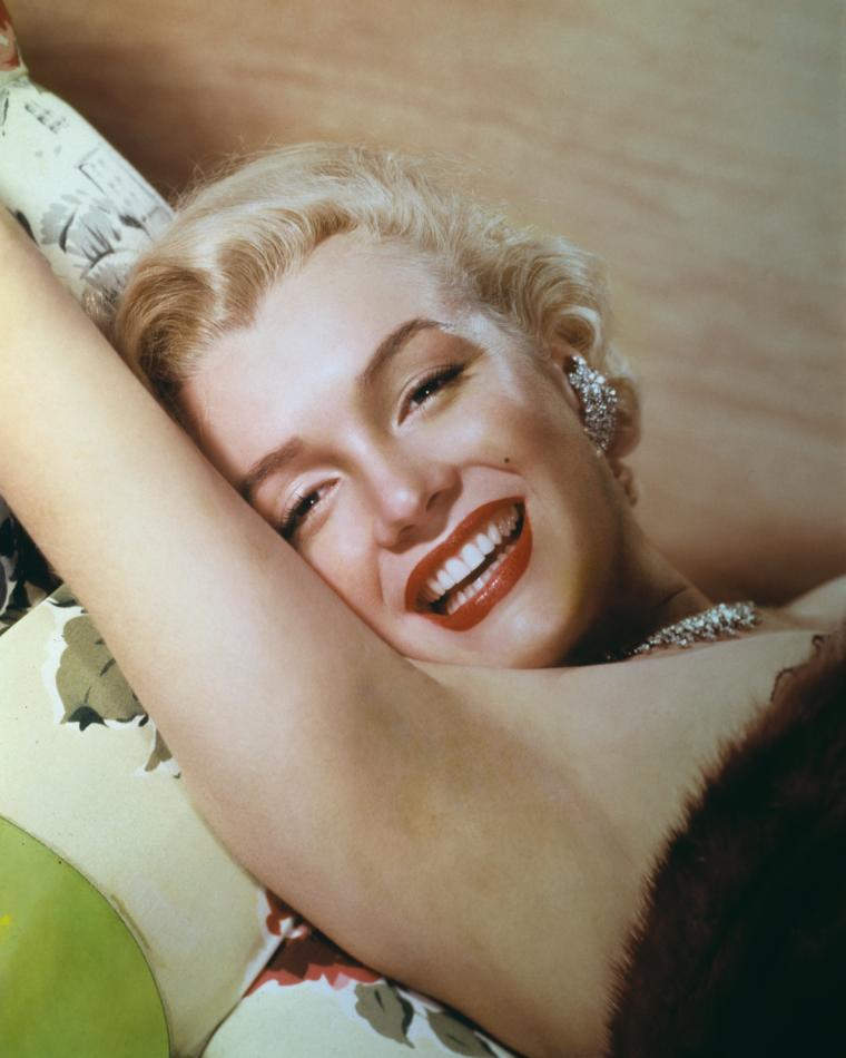 1952 / Portrait by Ernest BACHRACH