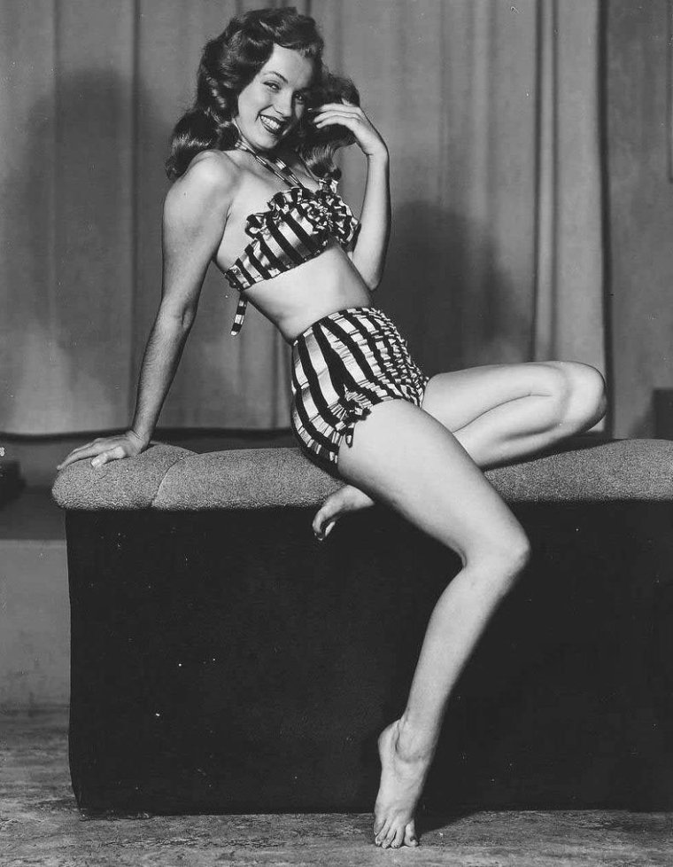 1947-48 / Les années Pin-up (avec des photos toujours suggestives mais jamais vulgaires)... Marilyn vue par Earl MORAN (voir TAG).