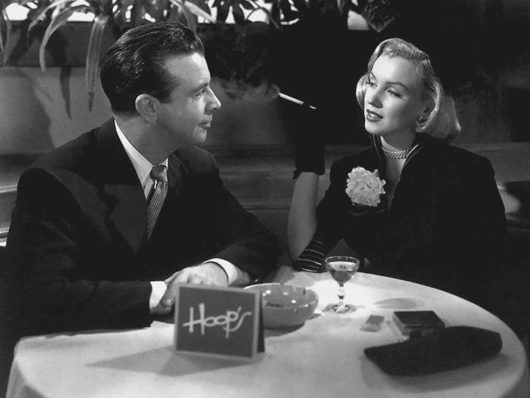 1950 / Après des débuts plus que prometteurs dans « The asphalt jungle » (1950), la MGM fit tourner Marilyn dans deux autres films, dont aucun ne la mit réellement en valeur. Dans ce conte mêlant amour et boxe, le personnage de Dick POWELL drague Marilyn, mais celle-ci n'apparaît même pas au générique.